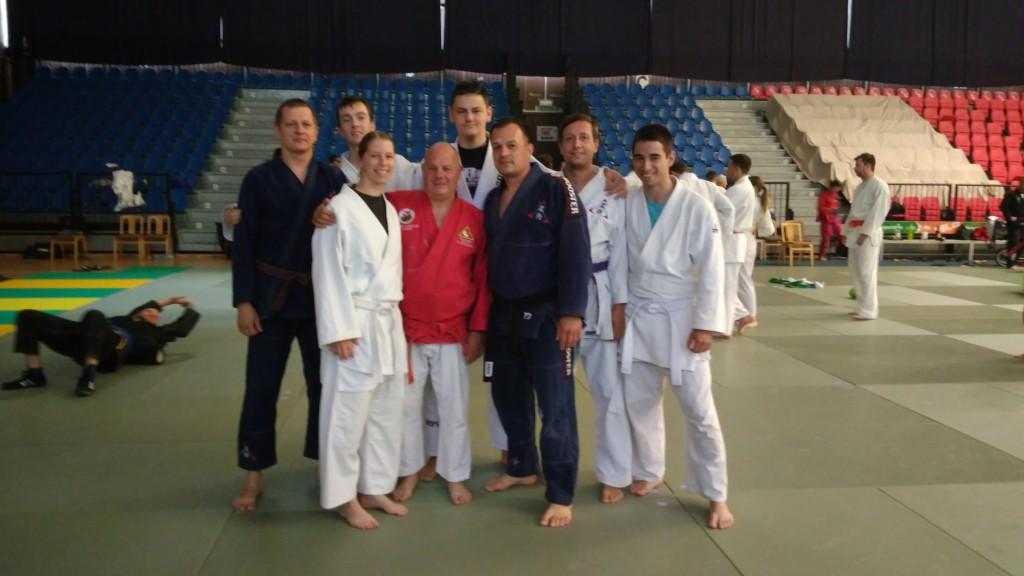 V červeném kimonu Kyoshi Keith MORGAN 9. DAN, Anglie.